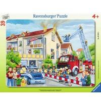 Ravensburger Puzzle - Rahmenpuzzle - Die Feuerwehr rückt aus, 39 Teile