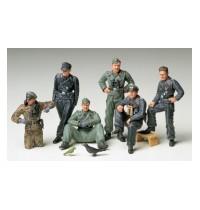 1/35 Dt. Panzerbesatzung ruhe Hersteller: Tamiya 6 Figuren, 45 Teile