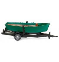 Ruderboot auf Anhänger -
